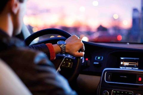 車の完全自動運転は可能?不可能?実現への課題は?