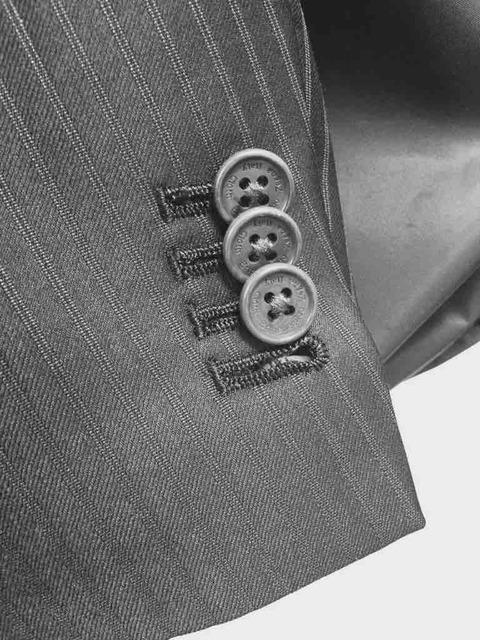 スーツの袖のボタンて意味あるの?
