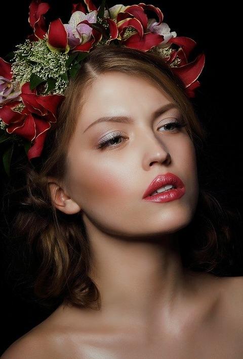 人が人を「美人」と感じる顔の条件は、この2つ。