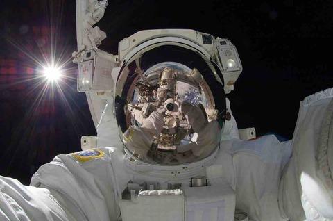 ロシア人宇宙飛行士が、宇宙に銃を持っていく理由とは?