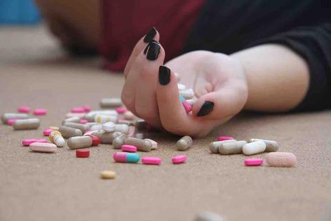 日本では30分に1人が自殺している⁉︎自殺率1位の国はどこ?