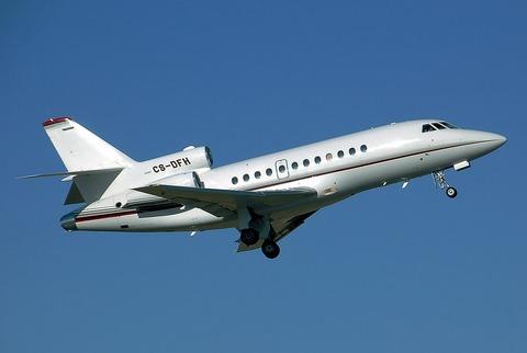 1024px-Dassault_falcon900_cs-dfh_arp