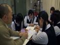 7人の女子校生と突然部室に閉じ込められた1人の男教師-1