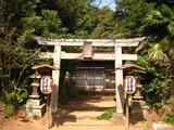 和泉鳥見の鳥居と拝殿