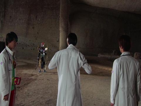 白衣を着る光医者
