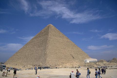 エジプトってピラミッド作る技術あったのになんで今は微妙な国なの?