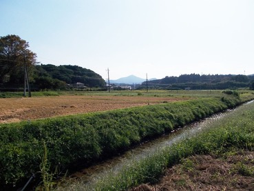 170914稲刈り済んで秋の小川
