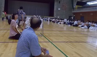 180722中学生民家体験体育館で歓迎式