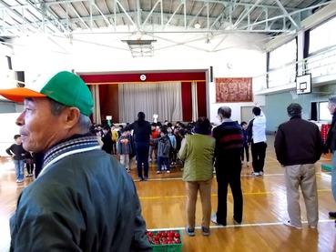 170117小学校体育館で100人の子供40人の市民SA