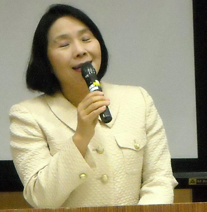清原慶子三鷹市長の挨拶 講演会の会場で市長挨拶。 清原慶子市長は、12年前の SOHOフェスタ発