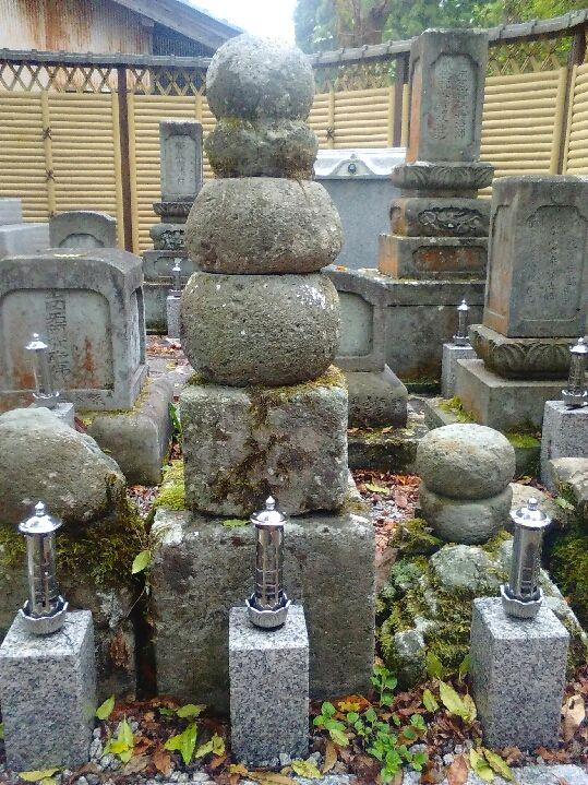 朝倉景紀の墓 : いかなる人も踏み迷う