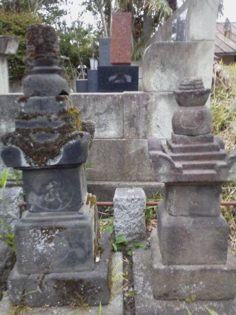 いかなる人も踏み迷う   上杉憲賢夫妻の墓(高台院)