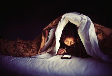スマートフォンやタブレットのせいで寝れない人続出 「寝る前に ...