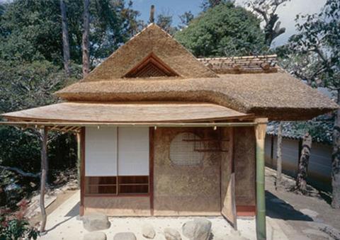 飛濤亭(丸窓)