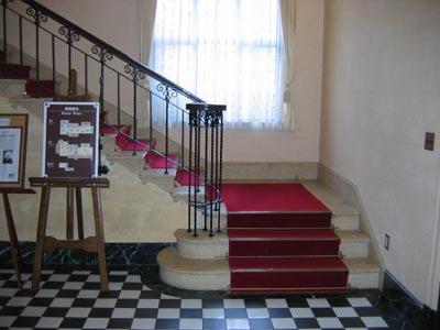ベイリックホ−ル階段
