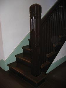 ブラフ18番館階段室