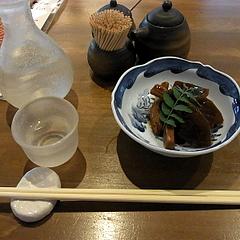 100509特別純米酒「黒帯」、お通し(烏賊と大根の煮物)