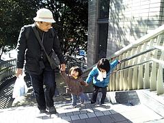101103あやかちゃん&はるかちゃん&パパ