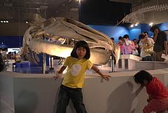 100813あやかちゃん&はるかちゃん&シロナガスクジラ