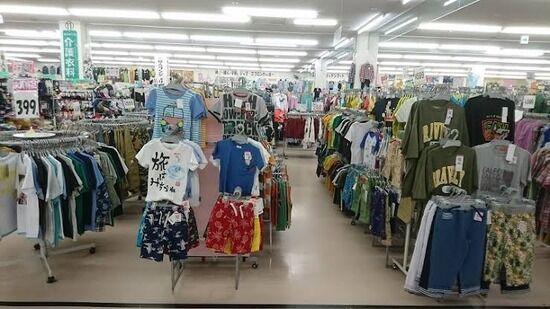 【画像】こういう店で服買うやつwwwwwwwwwww