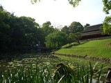 花葉の池と能舞台「栄唱の間(えいしょうのま)」