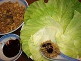豚肉そぼろ炒めレタス包み(生菜包肉�)の完成