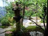 「旅館くらしき」の中庭 カフェテラス
