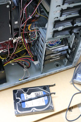 HDDをケースへ収める