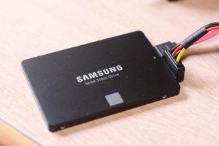 実家のノートパソコンをSSD化:Samsung SSD 250GB 850 EVO