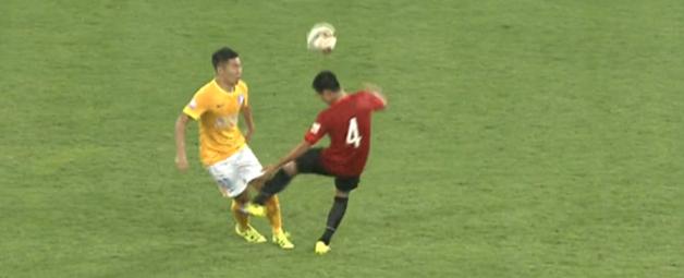 日本代表、東アジア杯では気をつけろ!中国で酷すぎるタックルで代表選手が負傷【動画あり】