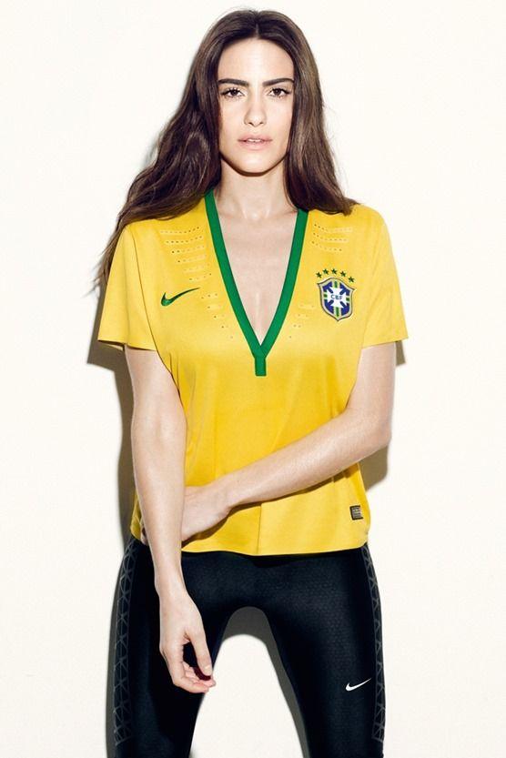 マンU、セクシー過ぎる女性用ユニフォームに批判の声!でも、ブラジル代表のはもっと・・・