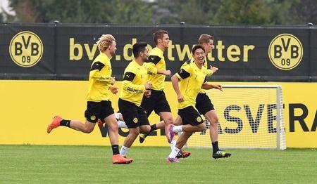 Dienstag 02.09.2014, 1. Bundesliga, Saison 2014/2015, Training BV Borussia Dortmund, Marcel SCHMELZER (BVB), Ilkay GUENDOGAN (BVB), Shinji KAGAWA (BVB), Sebastian KEHL (BVB), Sven BENDER (BVB) bei einer Laufeinheit, Lacht  Foto: DeFodi.de +++ Copyright Vermerk DeFodi.de -- DeFodi Ltd. & Co. KG, Wellinghofer Str. 117, D- 44263 D o r t m u n d, sport@defodi.de, Tel 0231-700 500 44, Fax 0231-700 54 90, C o m m e r z b a n k  D o r t m u n d, Kto: 36 11 76 100, BLZ: 440 400 37 // BIC COBADEFFXXX // IBAN: DE74 4404 0037 0361 1761 00 // Steuer-Nr.: 315/5803/1864 , USt-IdNr.: DE814907547 - 7% MwSt.