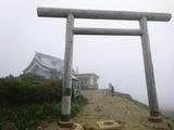 刈田岳山頂に着くも視界無し、とにかく寒い・・・!