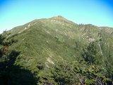 山頂手前のニセピークが見えた