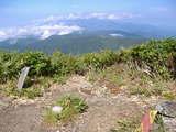 鉢伏山山頂(最奥が飯豊連峰)