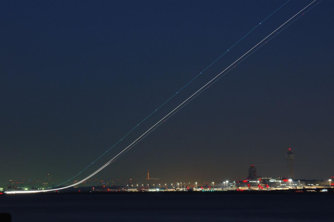 川崎、浮島町公園から着陸する飛行機を撮影してみ …