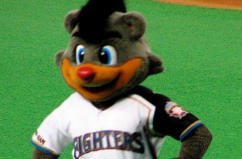 【お疲れ様でした】プロ野球・日本ハムファイターズのマスコット「B☆B」が今季限りの現役引退!