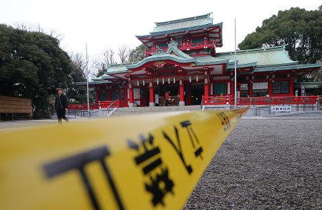 【悲報】宮司が惨殺された例の神社、初詣客がトンデモないことになる・・・