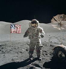 220px-Apollo_17_Cernan_on_moon