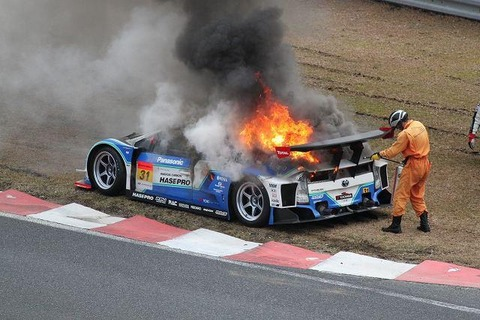 toyota-prius-gt-race-car-on-fire