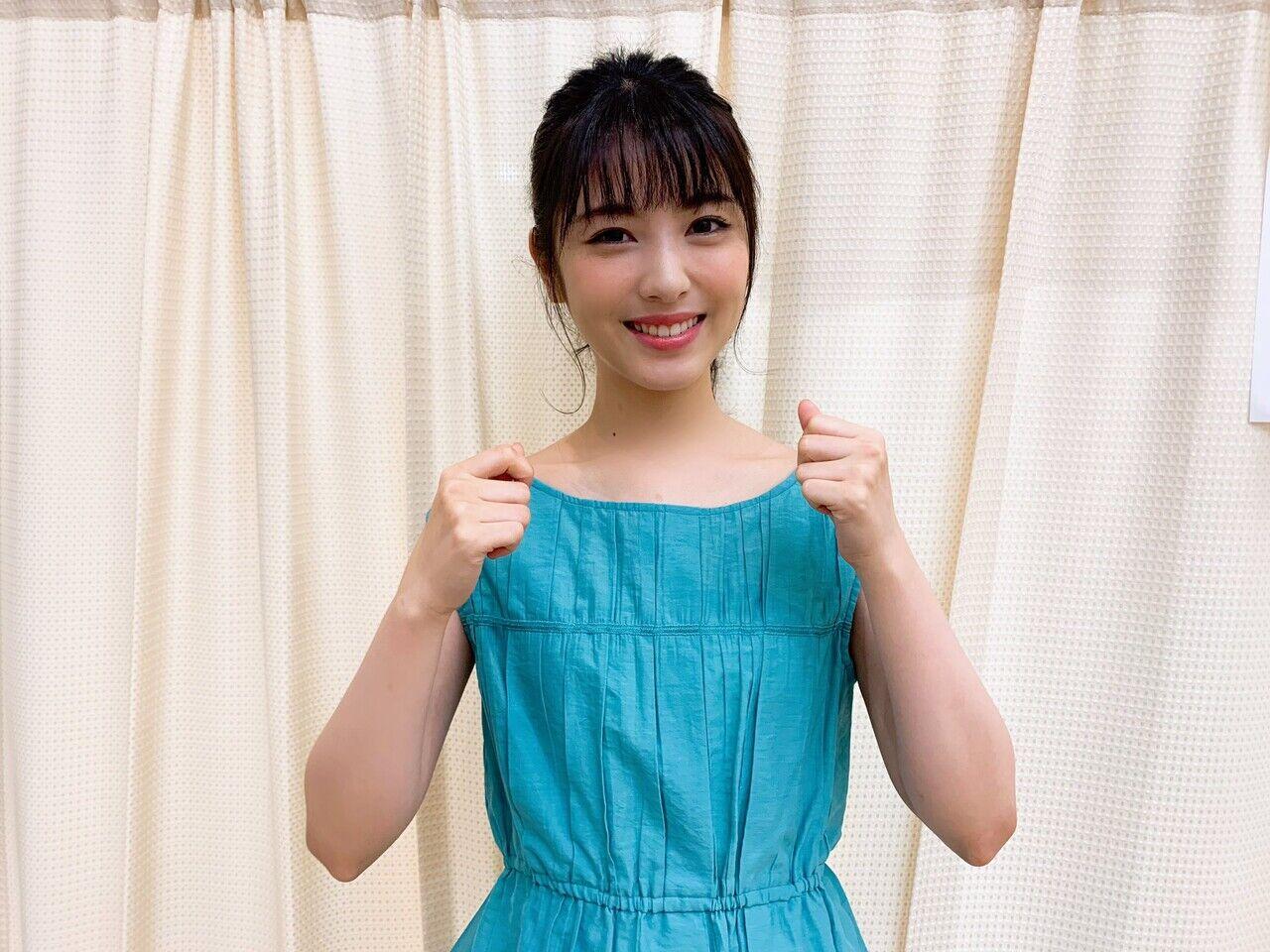 【画像】浜辺美波さん、可愛いワンピース姿を披露!