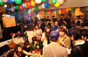 難波で100人くらいのパーティに行った。
