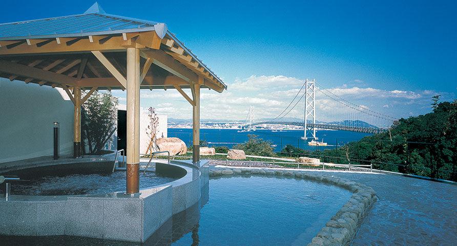 露天風呂から明石海峡大橋が見れる。絶景!淡路島・美湯松帆の湯