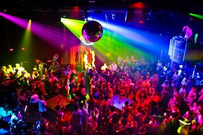 ダンスパーティは女子大生がいっぱい!!へへへ・・・