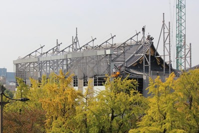 1-151009御影堂門仮設素屋根解体工事