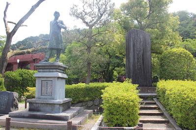2-田邉朔朗銅像