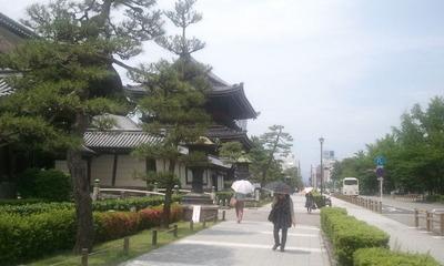 静かな東本願寺前