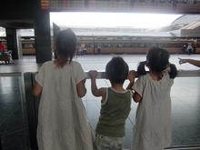 JR京都駅、電車いっぱい