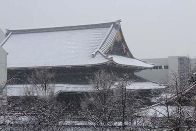 1-140214白い御影堂