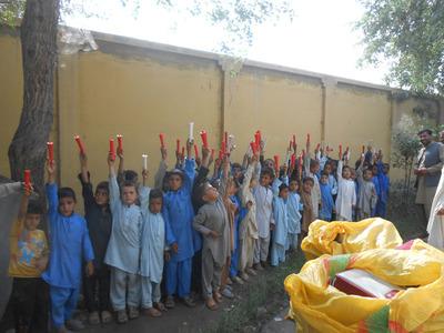 8-151208ブログ 笑顔シール アフガンの子